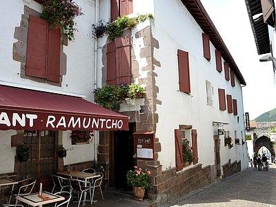 H tel ramuntcho saint jean le vieux r server votre - Hotel des pyrenees saint jean pied de port ...