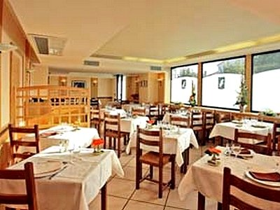 St Pierre Des Echaubrognes Restaurant